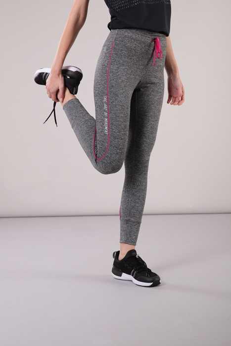 abbigliamento giusto per lo yoga
